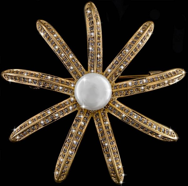 Brosche Blatt silberfarben mit einer Perle und vielen weissen Strass Steinen BR044