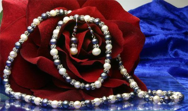 Perlenset 6mm bestehend aus Armband Kette und Ohrhänger violett-weiß