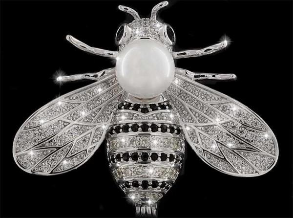Brosche Fliege silberfarben mit Perle, schwarzen und vielen weissen Strass Steinen BR029