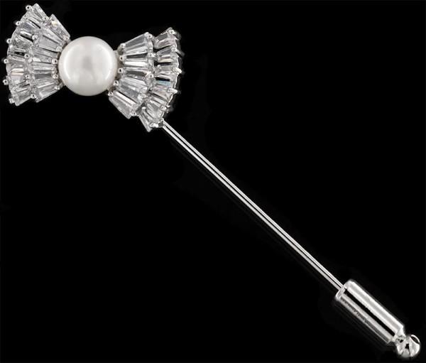 Brosche Krawattennadel Fliege silberfarben mit einer Perle und vielen weissen Strass Steinen BR034