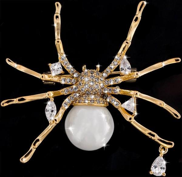 Brosche Spinne goldfarben mit Perle als Körper und vielen weissen Strass Steinen BR046