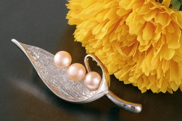 Süßwasserzuchtperlen Brosche P297 Zucht Perlen 3-Perlen Lachsfarben 6-7mm Apricot