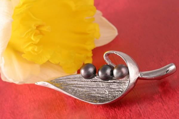 Süßwasser- Zuchperlen-Brosche P299 Zucht Perlen 3-Perlen Tahiti Black Violett 6-7mm