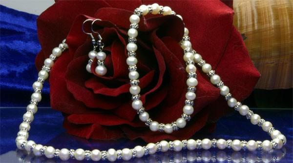 Zucht-Perlenset dreiteilig in Weiß besteht aus Armband + Kette + Ohrringe - ST 02