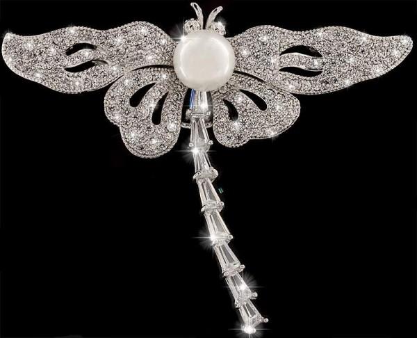 Brosche Libelle silberfarben mit einer Perle und vielen weissen Strass Steinen BR024